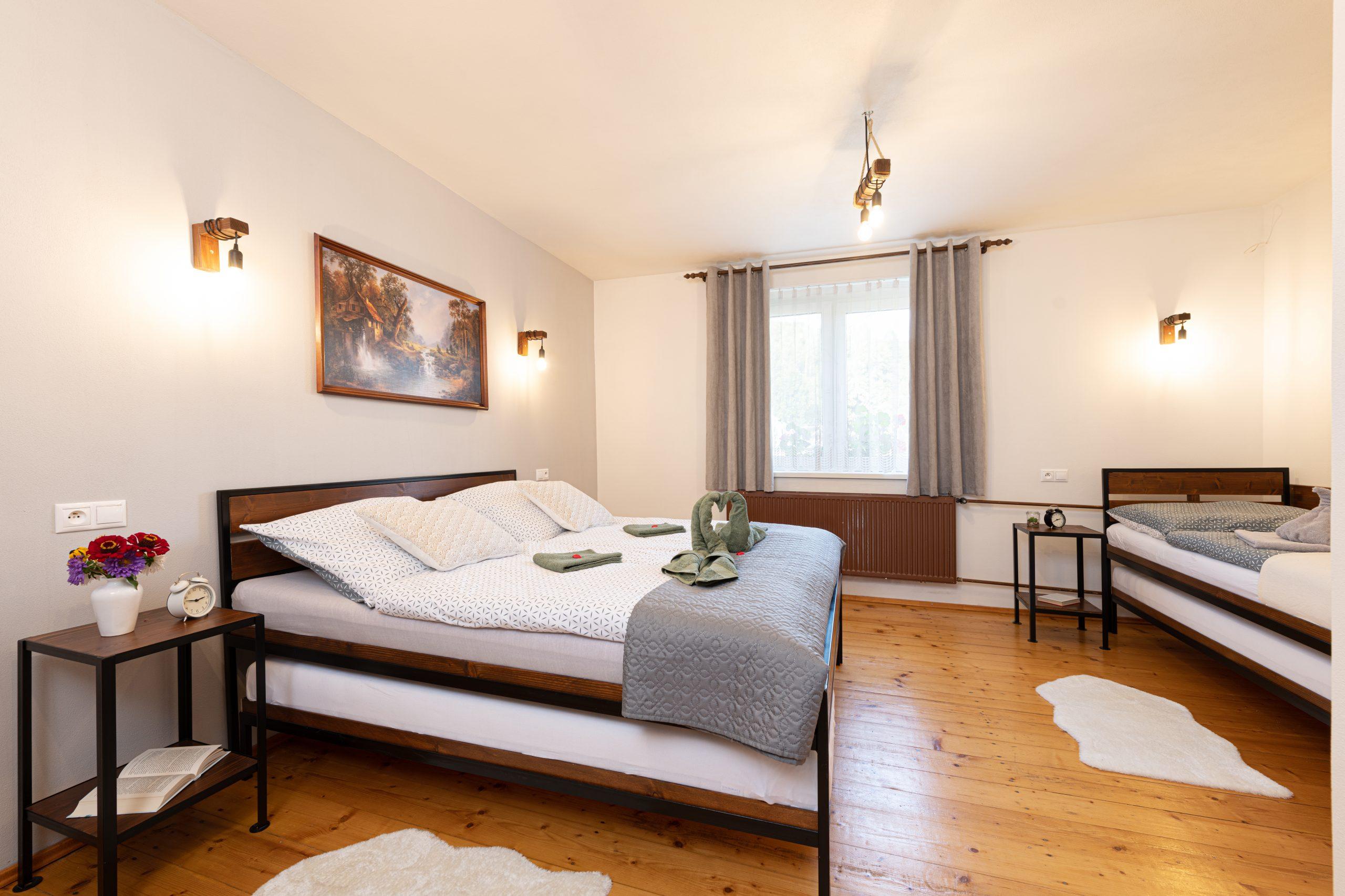 Apartmán 2, 3 postele, 3 prístelky